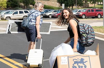 Student and her mother moving her into her residence hall